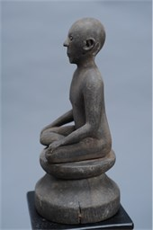 AN IBANIC SEATED FIGURE